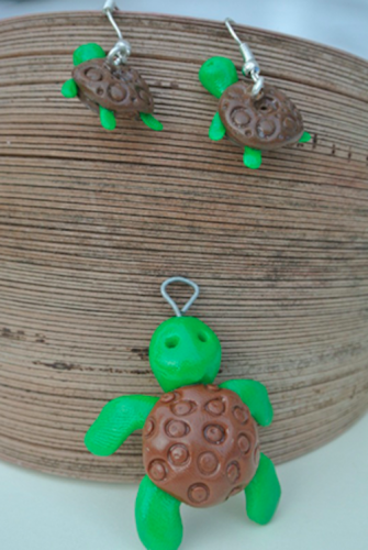 Waikiki Earrings Turtles in green